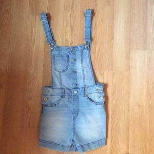 H&M light wash denim overalls